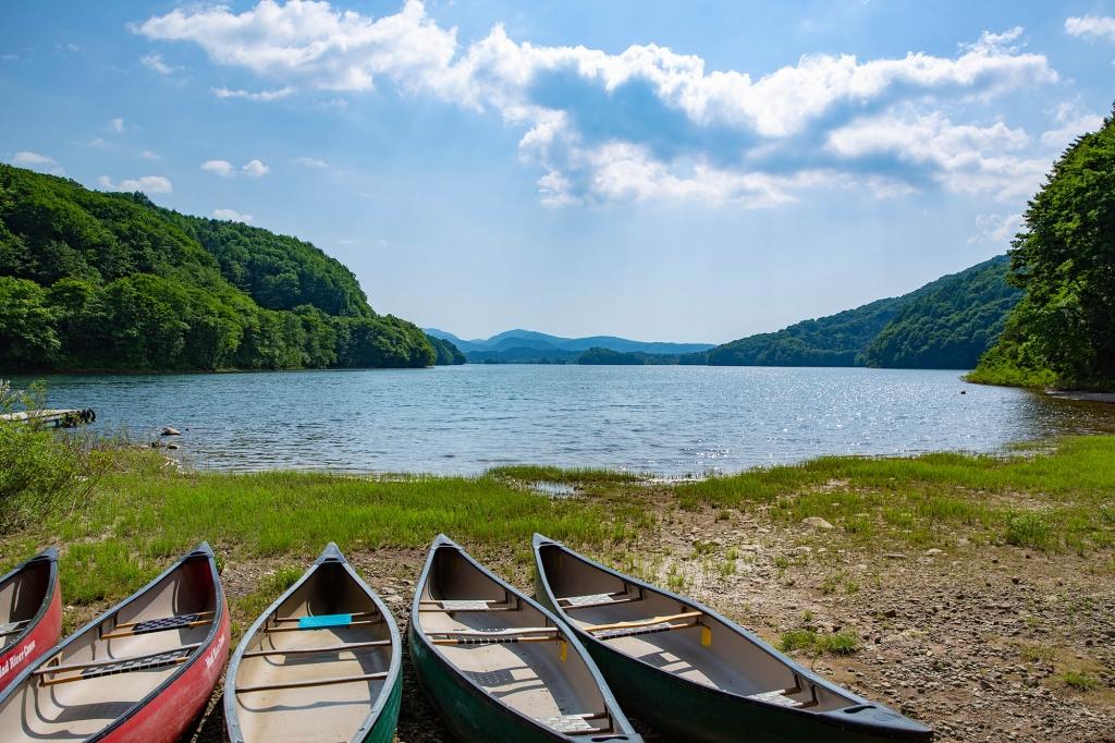 小野川湖畔の家キャンプ場から眺める小野川湖